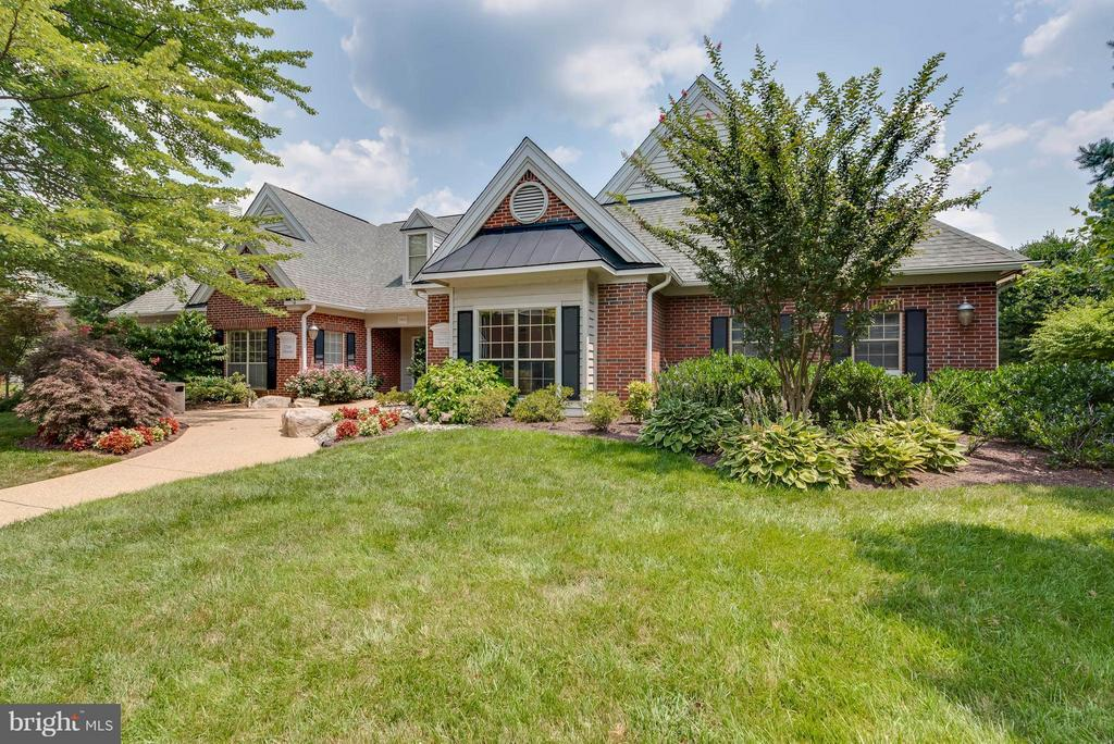 Club House - 3912 PENDERVIEW DR #537, FAIRFAX