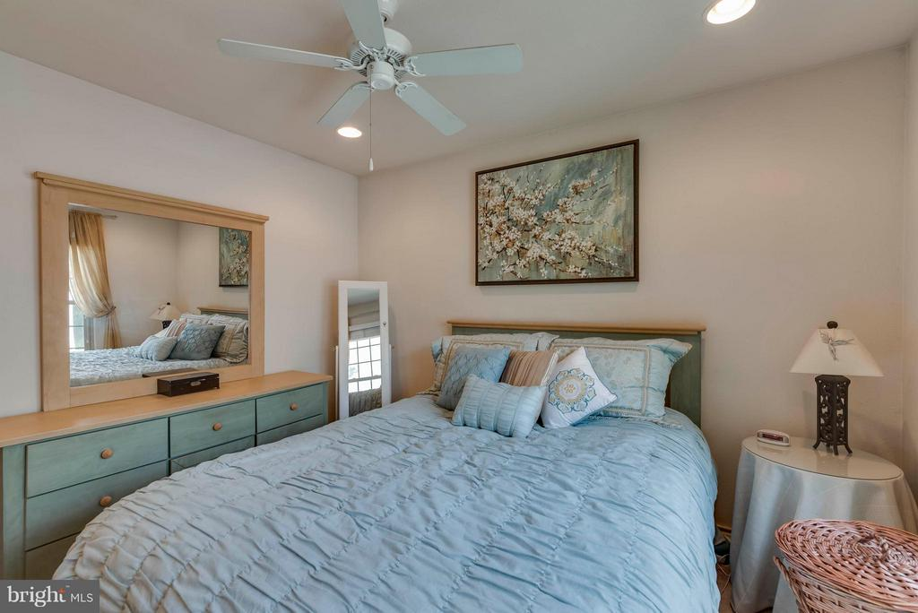 New recessed lighting - 3912 PENDERVIEW DR #537, FAIRFAX