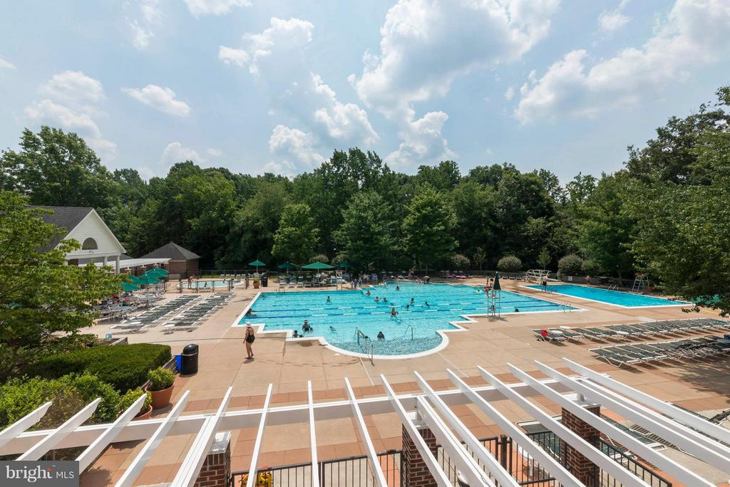 Second pool - 3912 PENDERVIEW DR #537, FAIRFAX