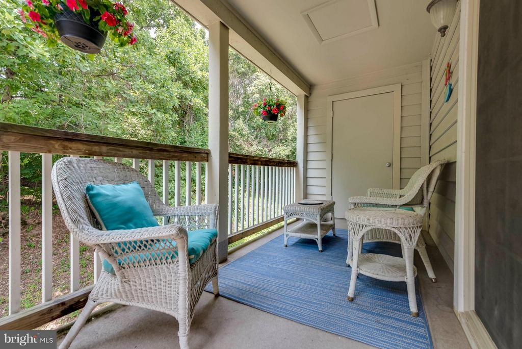 Large patio overlooks trees - 3912 PENDERVIEW DR #537, FAIRFAX