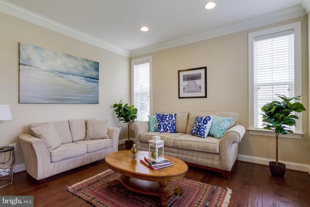 Living Room - 5919 HUNTER CREST RD, WOODBRIDGE