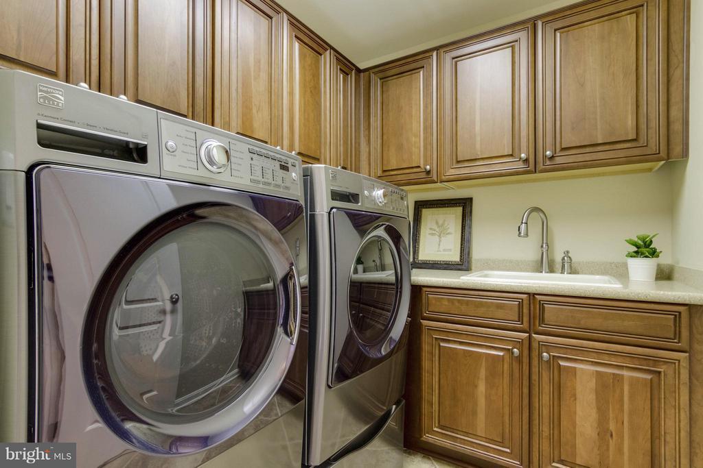 Laundry Room - 5919 HUNTER CREST RD, WOODBRIDGE
