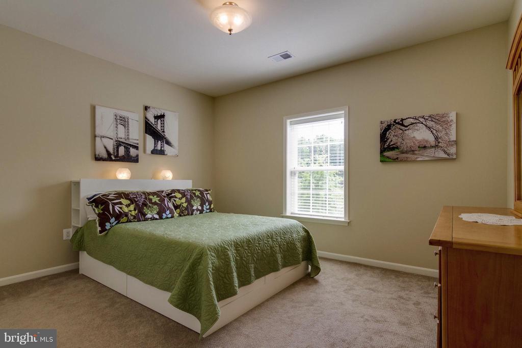 5th Bedroom - 5919 HUNTER CREST RD, WOODBRIDGE