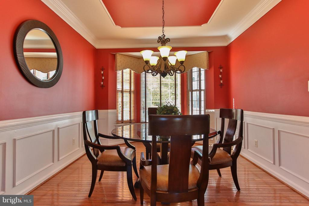 Dine in style! - 42867 AUTUMN HARVEST CT, BROADLANDS
