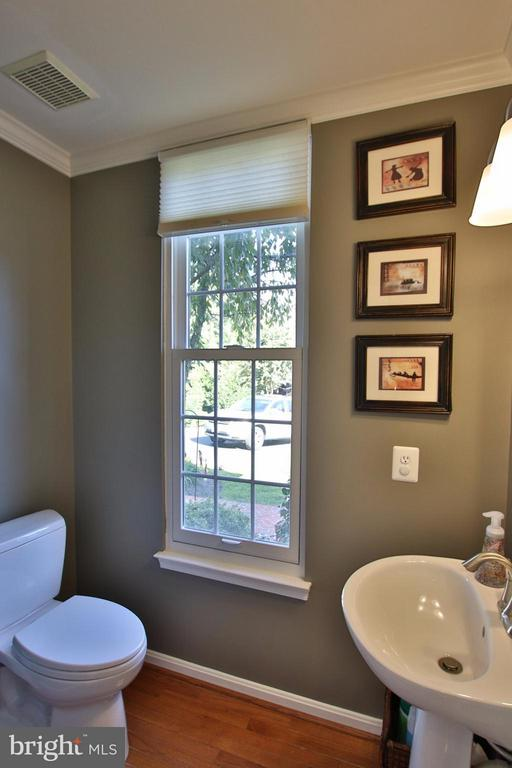 Main level half bath - 42867 AUTUMN HARVEST CT, BROADLANDS
