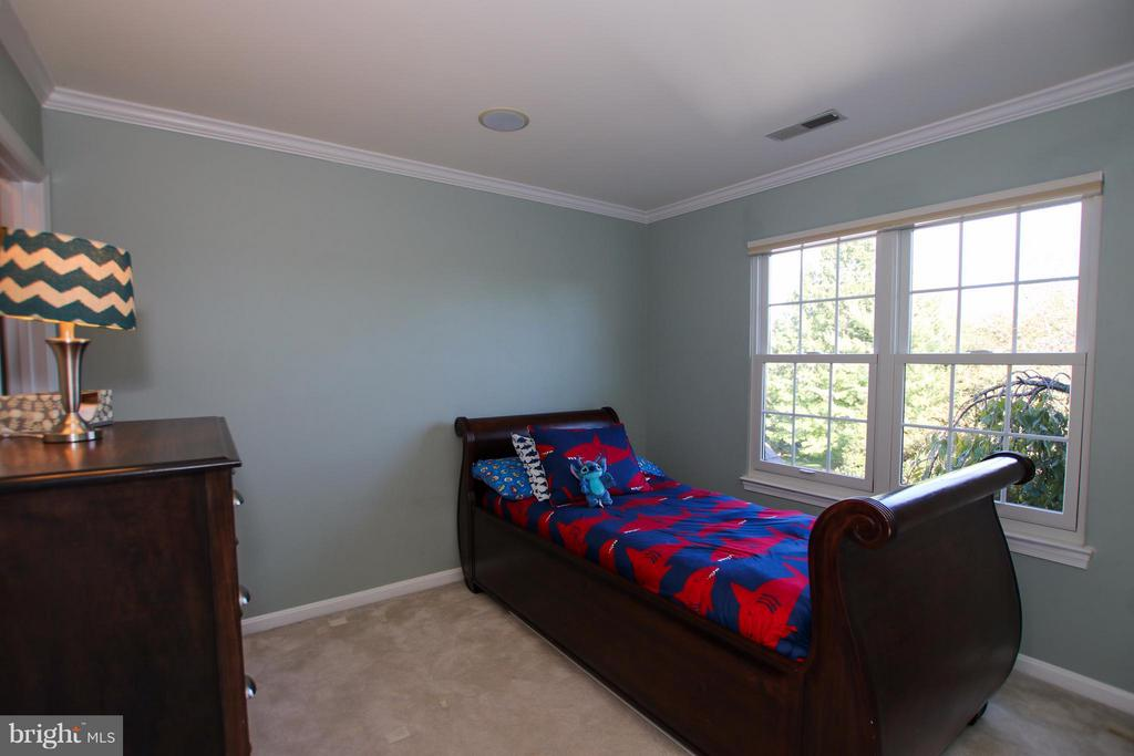Nicely sized secondary bedrooms - 42867 AUTUMN HARVEST CT, BROADLANDS