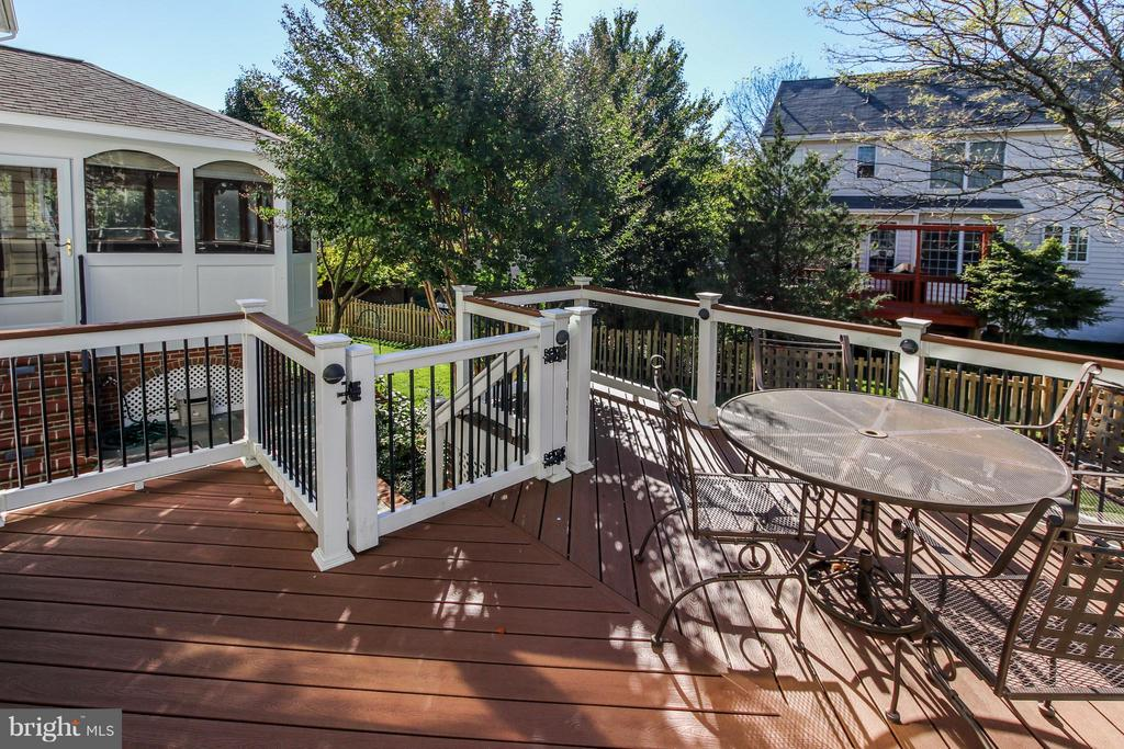 Deck w/ gate & stairs to patio - 42867 AUTUMN HARVEST CT, BROADLANDS