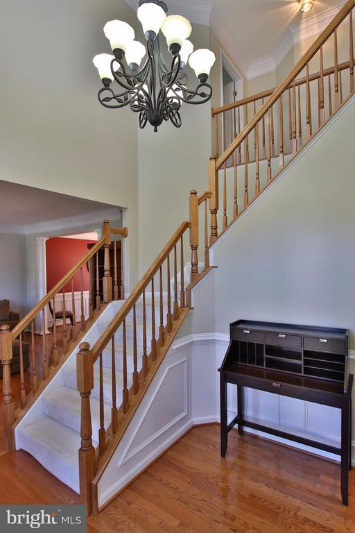 Bright & inviting 2-story foyer - 42867 AUTUMN HARVEST CT, BROADLANDS