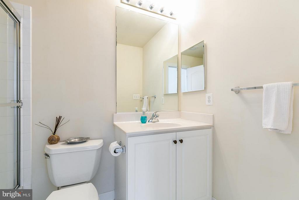 Each with their own ensuite bathroom. - 43288 OVERVIEW PL, LEESBURG
