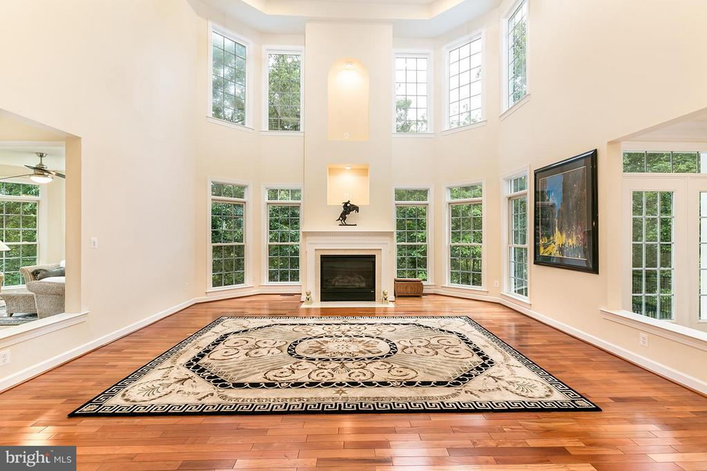 Soaring two-story family room. - 43288 OVERVIEW PL, LEESBURG