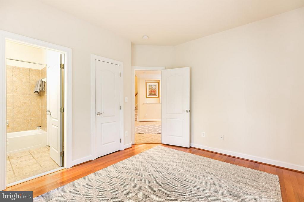 Aupair with ensuite bathroom. - 43288 OVERVIEW PL, LEESBURG