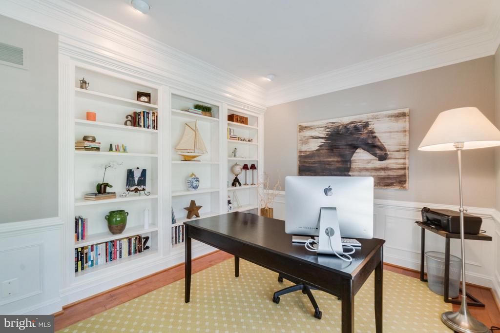 Home Office main level - 47572 COMPTON CIR, STERLING
