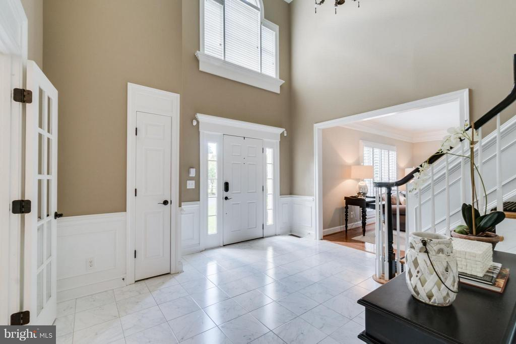 Entry - 47572 COMPTON CIR, STERLING
