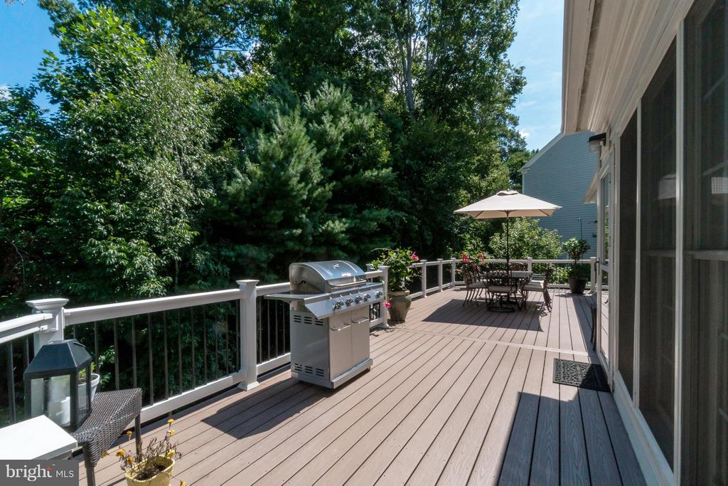 Main Upper Level Deck - 47572 COMPTON CIR, STERLING