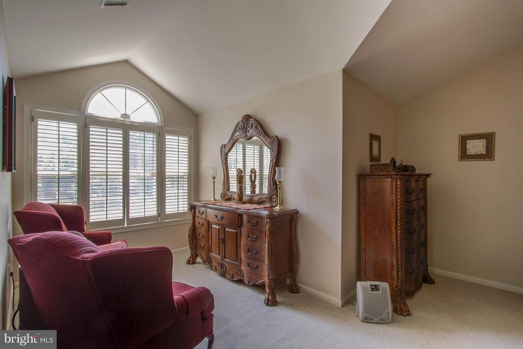 Owner's Suite Sitting Room - 3894 DUTCH ELM CT, WOODBRIDGE