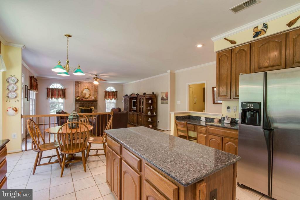 Kitchen with beautiful granite counter tops - 3894 DUTCH ELM CT, WOODBRIDGE