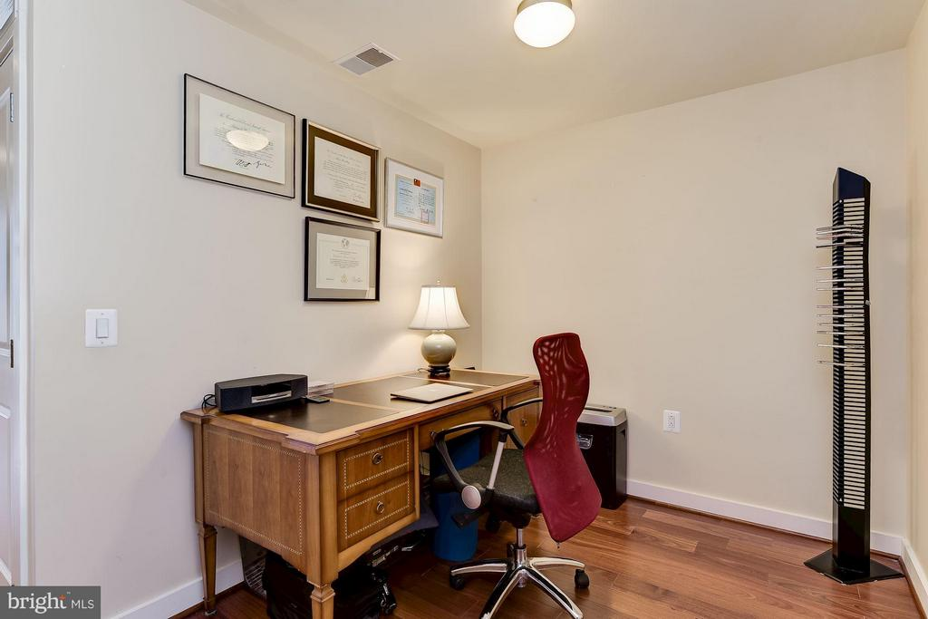 Den / Home Office / 3rd Bedroom - 888 QUINCY ST #1212, ARLINGTON