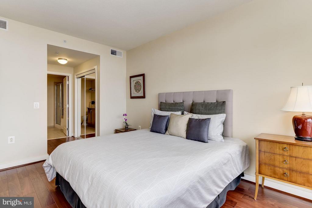 Bedroom with Walk In Closet - 888 QUINCY ST #1212, ARLINGTON
