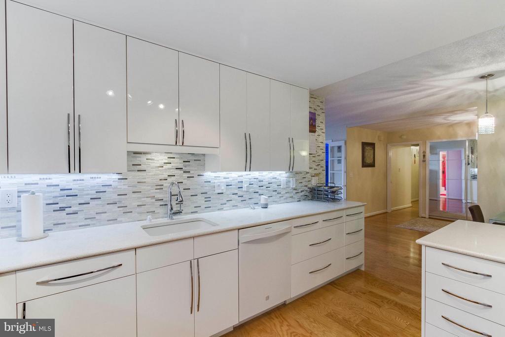 Kitchen - 1101 ARLINGTON RIDGE RD S #411, ARLINGTON