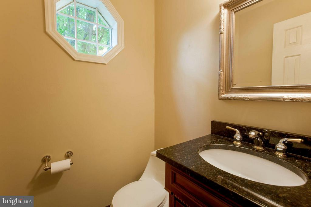 Bath - 3946 WILCOXSON DR, FAIRFAX