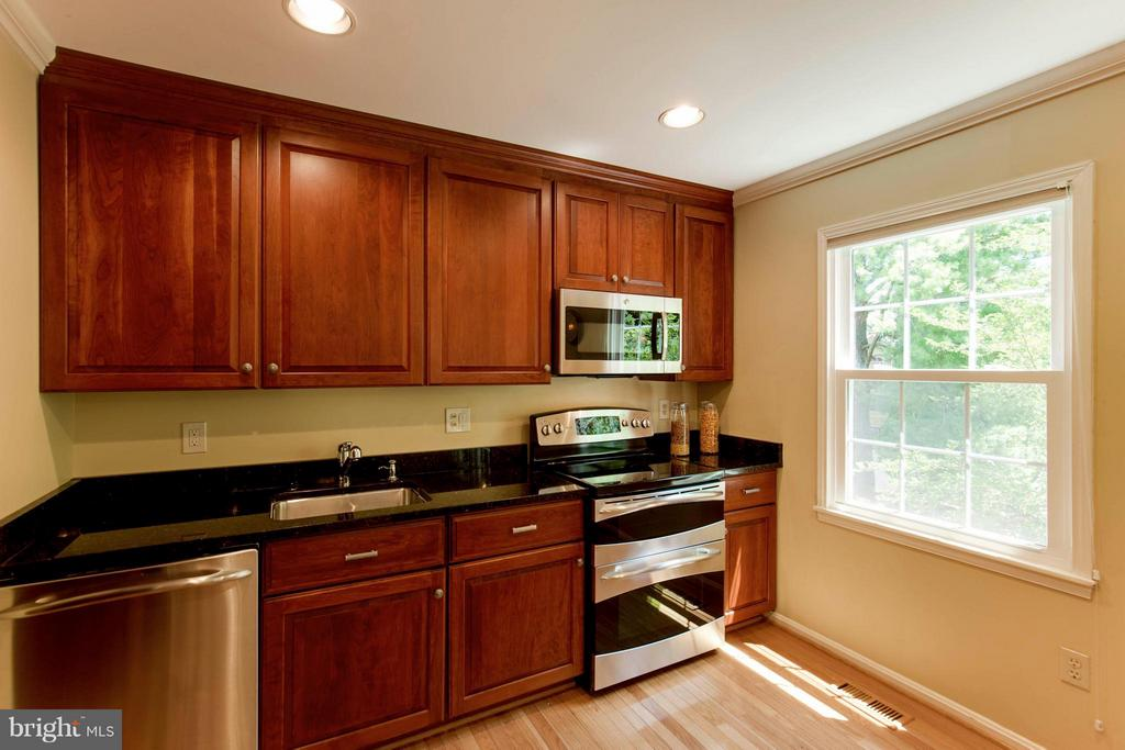 Kitchen - 3946 WILCOXSON DR, FAIRFAX