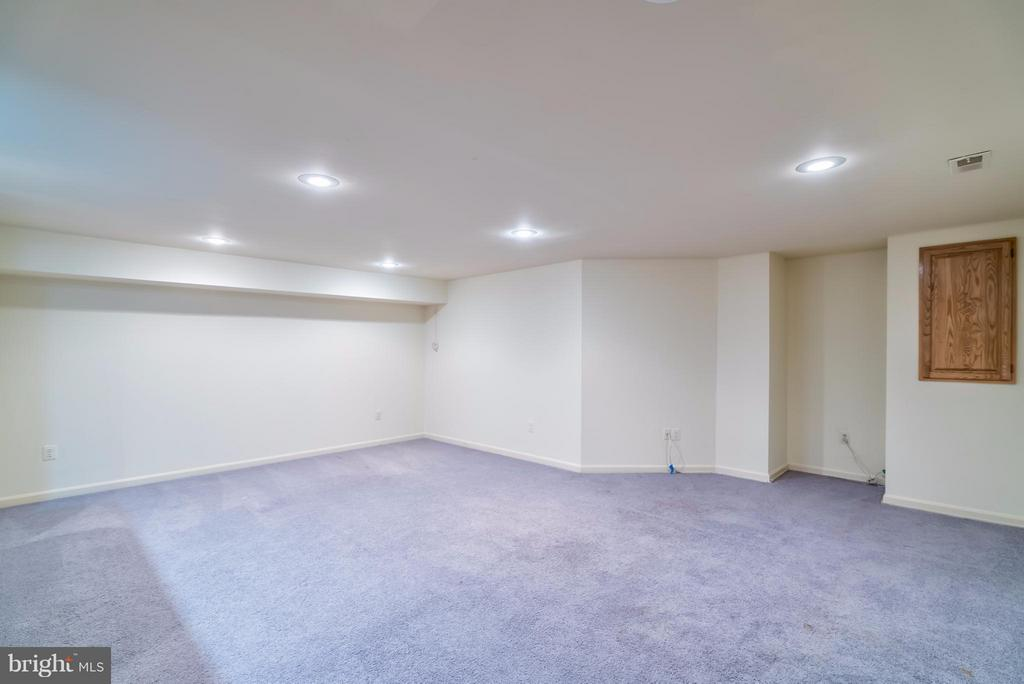 Spacious Rec Room with Recessed Lighting - 4021 LAKE GLEN RD, FAIRFAX