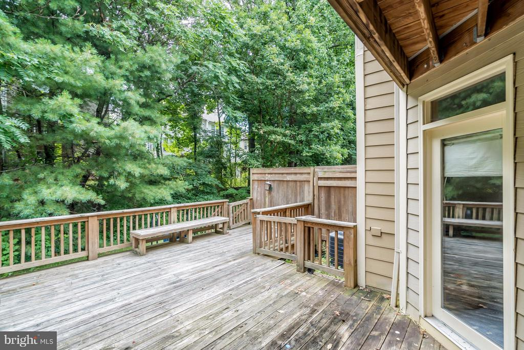Home Backs to Woods/Common Space - 4021 LAKE GLEN RD, FAIRFAX