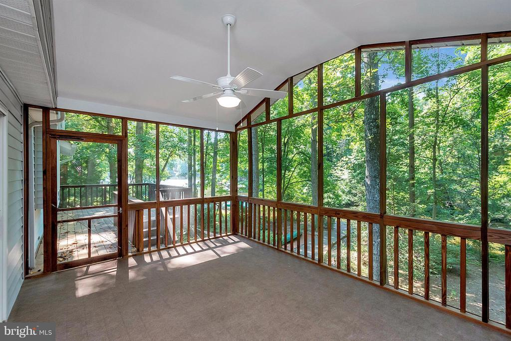 Exterior (General) Fully screened in porch on rear - 112 CUMBERLAND CIR, LOCUST GROVE