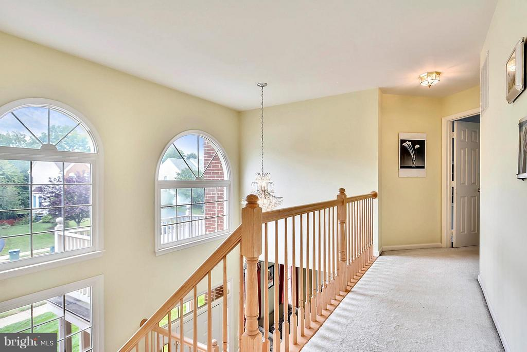Bedroom level hallway - 2421 MILL HEIGHTS DR, HERNDON