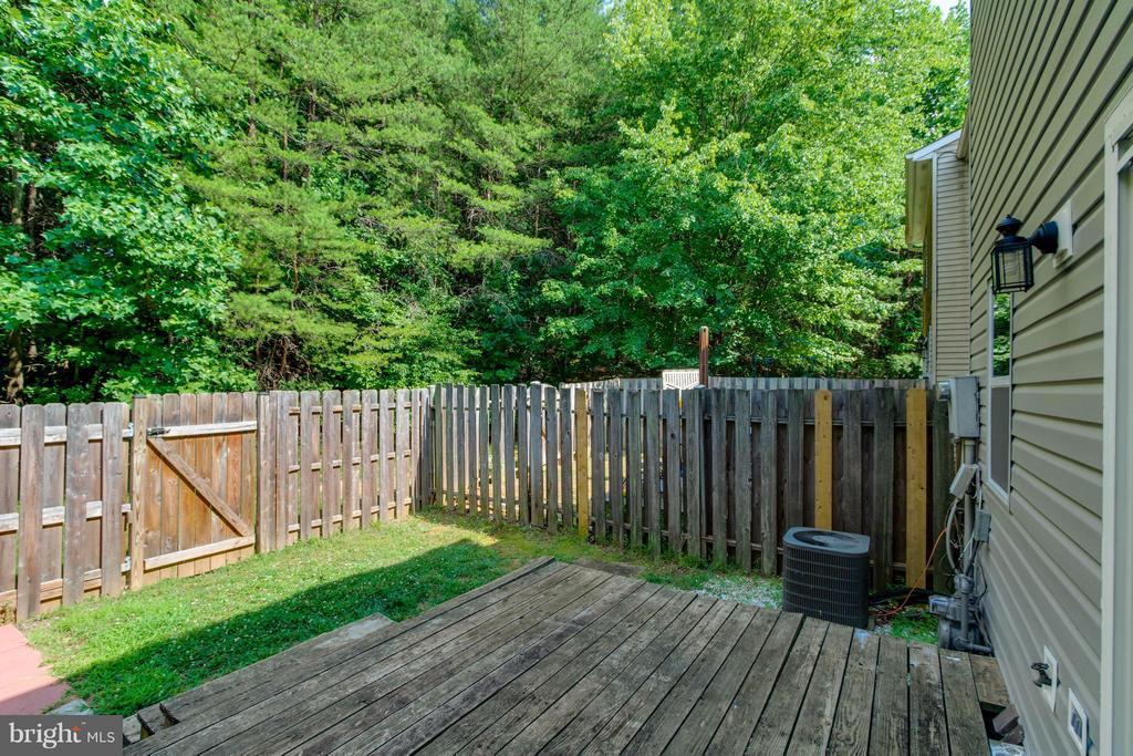 Deck and spacious yard - 14089 GERALDINE CT, WOODBRIDGE