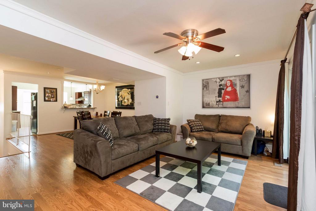 Beautiful open floor plan - 14089 GERALDINE CT, WOODBRIDGE