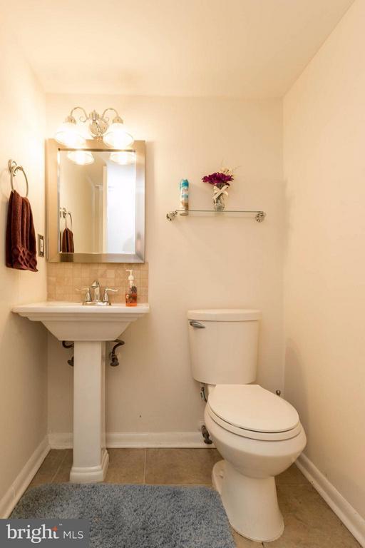 Basement Half-Bath - 14089 GERALDINE CT, WOODBRIDGE