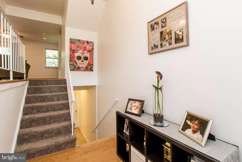 Open Foyer with new bamboo floor - 14089 GERALDINE CT, WOODBRIDGE