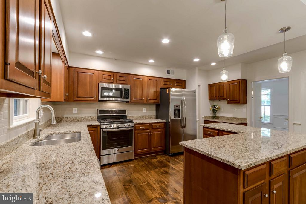 Kitchen - 7111 LAKETREE DR, FAIRFAX STATION