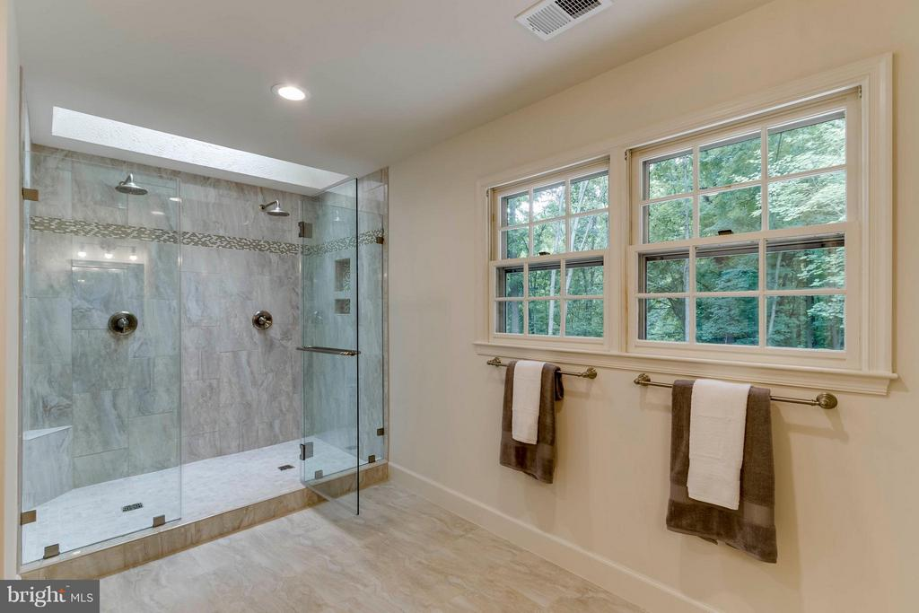 Bath (Master) - 7111 LAKETREE DR, FAIRFAX STATION