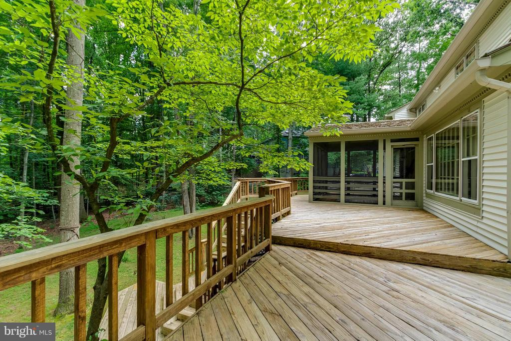 Deck - 7111 LAKETREE DR, FAIRFAX STATION