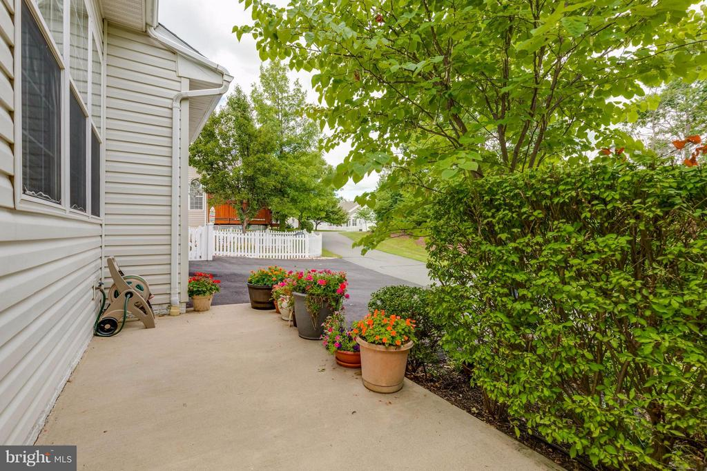 Peaceful Patio - 9745 CRAIGHILL DR, BRISTOW