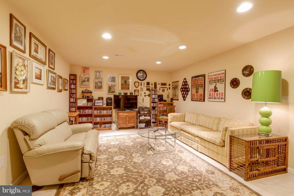 Basement Rec Room.  Great for poker! - 9745 CRAIGHILL DR, BRISTOW