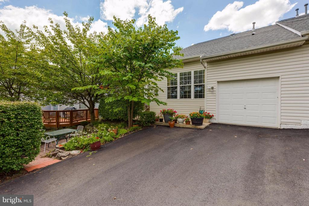 Rear-loading garage from private alley - 9745 CRAIGHILL DR, BRISTOW