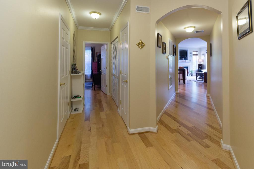 View from foyer, note separate hall to 2nd bedroom - 5112 DONOVAN DR #203, ALEXANDRIA
