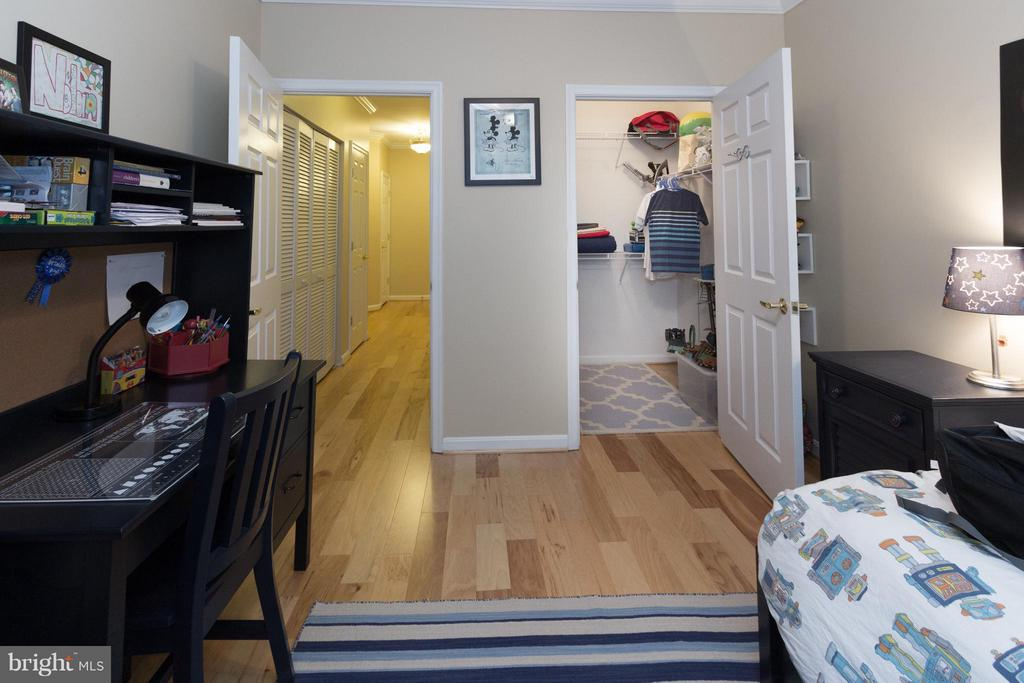 Bedroom #2 with lots of light and hardwood floors - 5112 DONOVAN DR #203, ALEXANDRIA