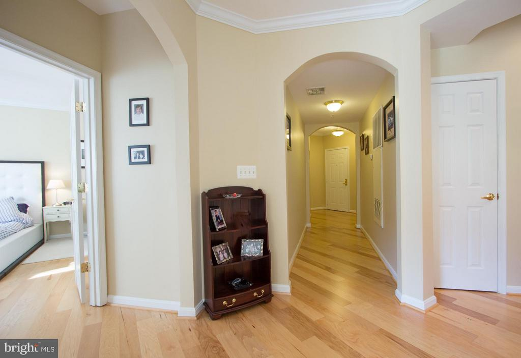 Gleaming hickory floors throughout unit. - 5112 DONOVAN DR #203, ALEXANDRIA