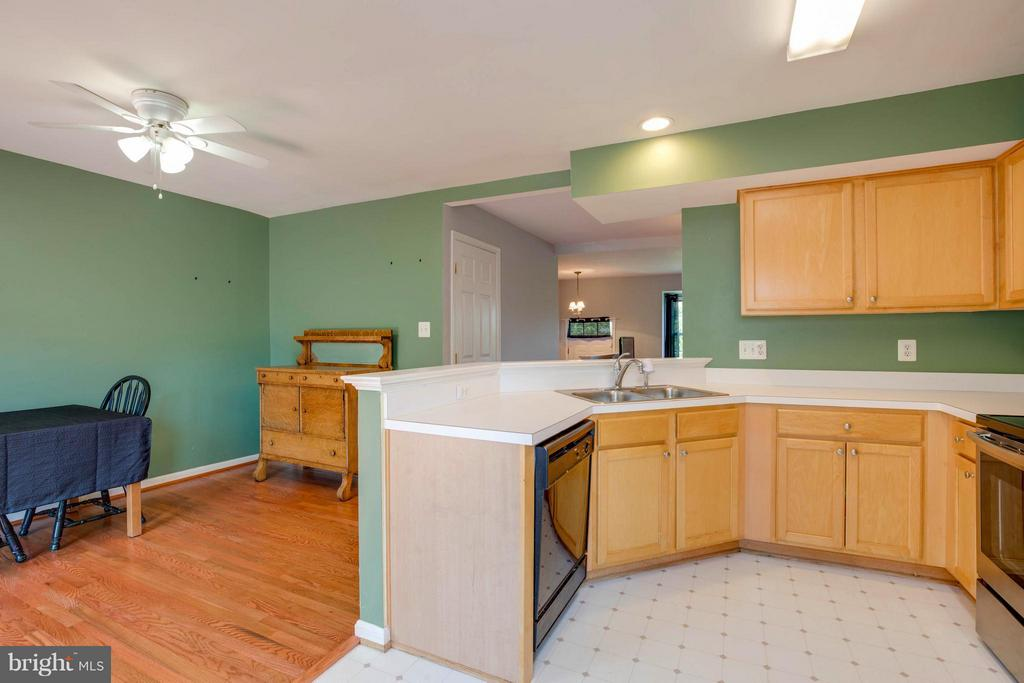 Kitchen - 14305 NEWBERN LOOP, GAINESVILLE