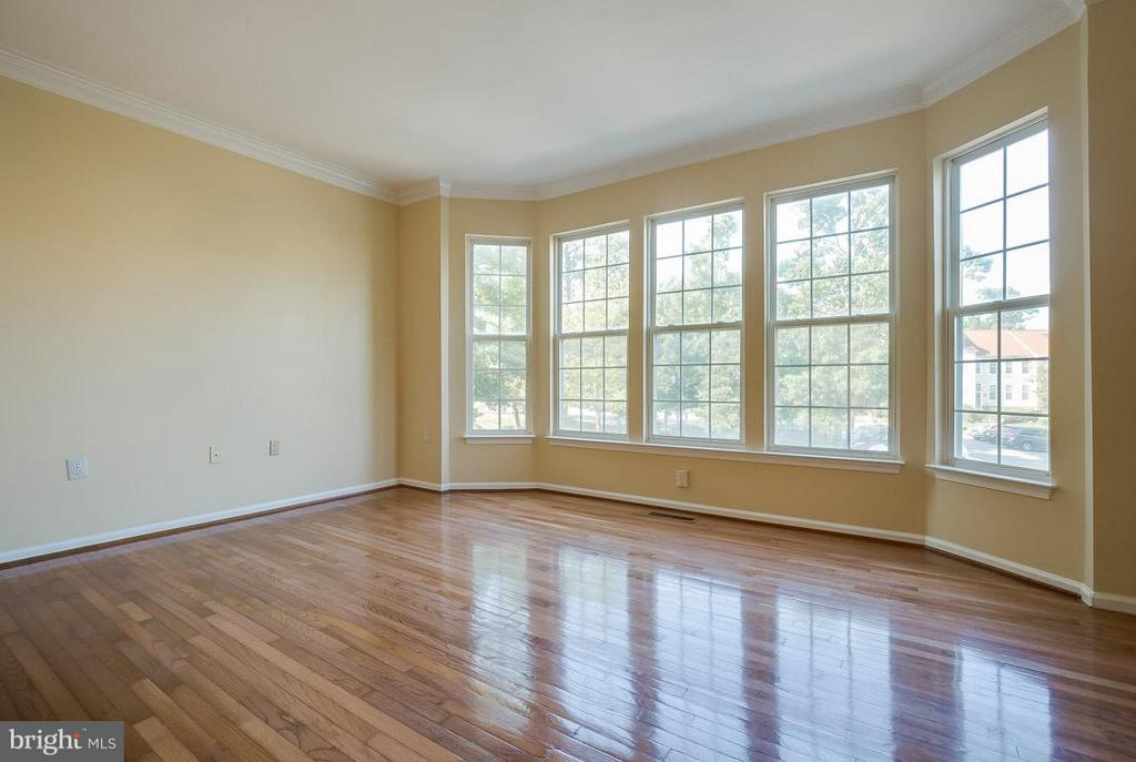 Flooded with natural light - 14702 BEAUMEADOW DR, CENTREVILLE