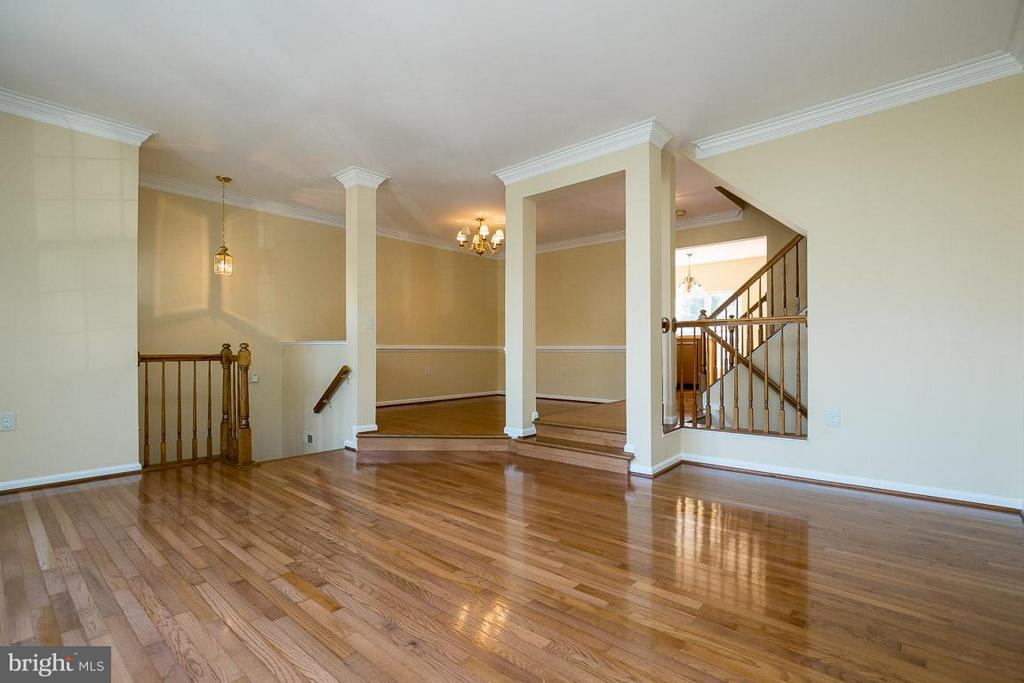 Beautiful wood floors throughout main level - 14702 BEAUMEADOW DR, CENTREVILLE
