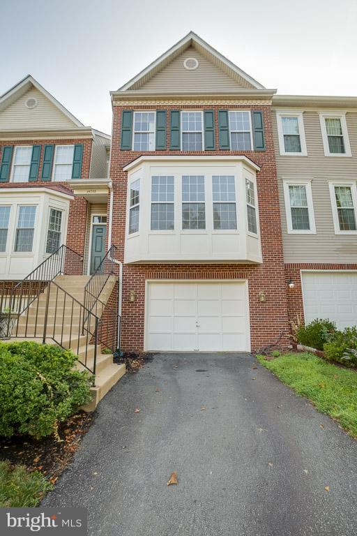 Brick home with garage - 14702 BEAUMEADOW DR, CENTREVILLE