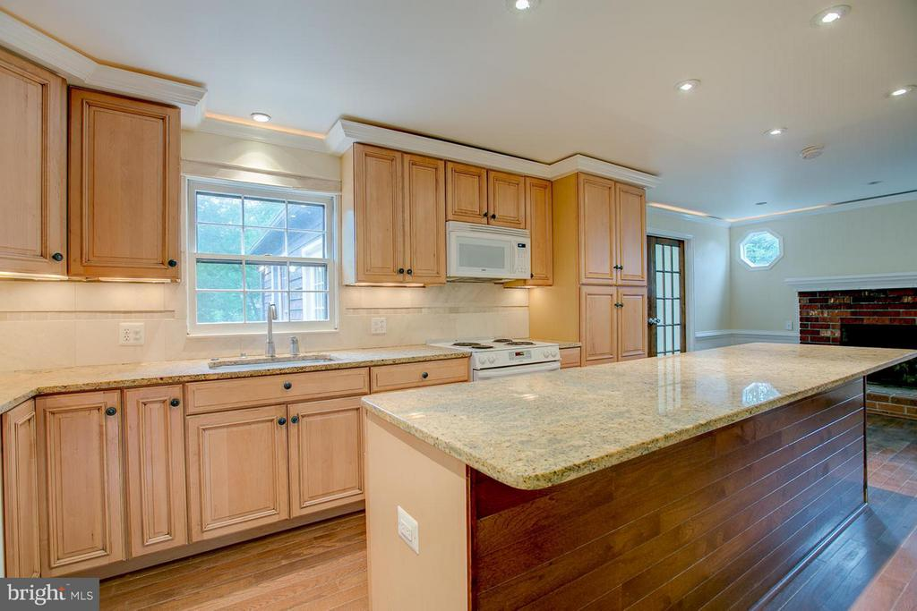 Kitchen has updated cabinets and granite - 1110 POTOMAC DR, STAFFORD
