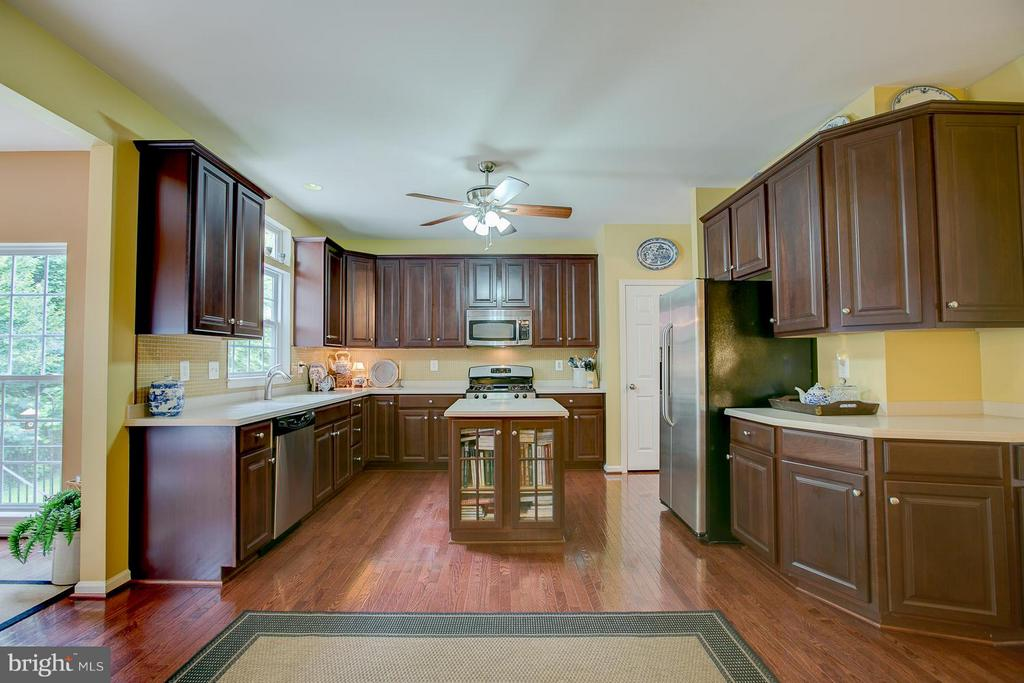 Kitchen - 137 WOODSTREAM BLVD, STAFFORD