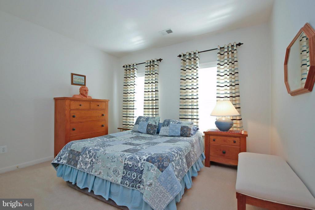 4th Bedroom w/Jack n'Jill Bathroom. - 5657 CARIBBEAN CT, HAYMARKET