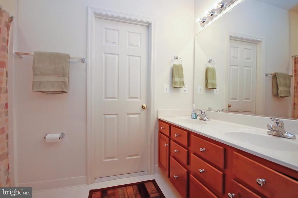 Jack n' Jill Bathroom - 5657 CARIBBEAN CT, HAYMARKET
